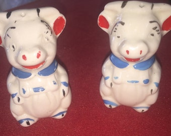 Vintage Shawnee ceramic bull cow salt and pepper shakers