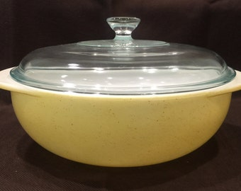 Pyrex YELLOW Desert Dawn 024 - 2 quart round casserole with lid