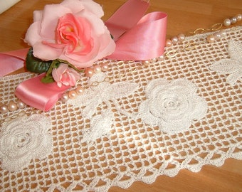 Lace crochet edging for application of bunches of roses in Ireland. Lace Italy tradition. Lace edge.  To order.
