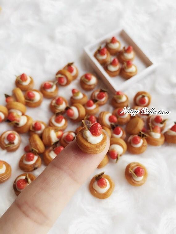 Miniature Strawberry Bread,Miniature Bakery,Dolls house and Miniature,Miniature Sweet,Miniature bread,Miniature Food,Dolls House Food,Dolls