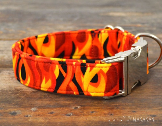 Fire dog collar adjustable. Handmade with 100% cotton fabric. Flames in red, orange and yellow colors. Rock, punk style Wakakan
