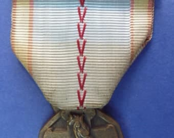 "French 1939-45 War Medal - With ""Defense Passive"" Bar. Nice Condition And With Original Ribbon."