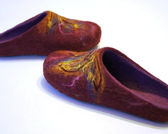 Purple-violet slippers for women. 100% Natural wool. Handmade shoes. Perfect gift.