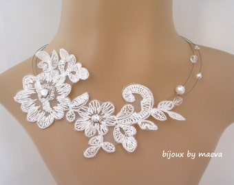 necklace wedding jewelry for brides in white lace with white pearls and transparent