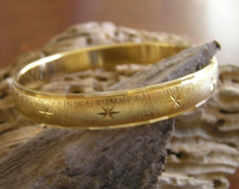 Vintage Monet Gold Tone Etched Starburst Bangle Bracelet Sz Large, Monet Gold Starburst Bangle Bracelet, Monet Bracelet