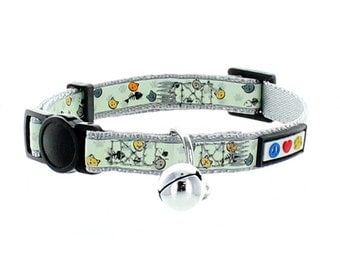 Pawtitas Pet Glow In The Dark Cat Collar with Safety Buckle and Bell