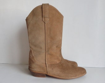 Beige Vintage Suede Western Boots //  Size 39