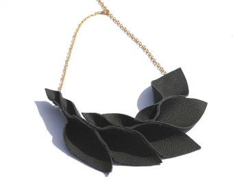 Leaf Leather Necklace Black