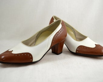 Vinage 60s Brown and White Spectator Oxford Pumps Heels Women's Shoes Size 6 1/2 7 Vtg 1960s FSP by Musebeck