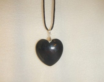 Heart shaped Black Onyx Agate pendant (JO399)