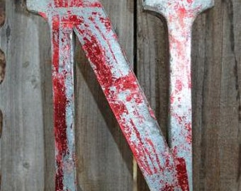 Medium vintage style 3D red letter N