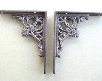 A pair of small regency antique style shelf brackets S1