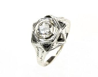 Stunning Art Deco Old European Cut diamond ring in 18K white gold