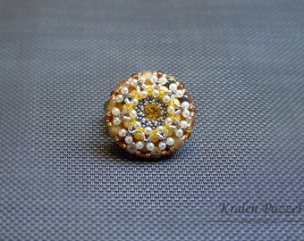 Beaded brooch Honey: VAR.16.002