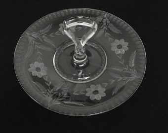 Center Handle Tid Bit Snack Serving Tray With Floral Cutting