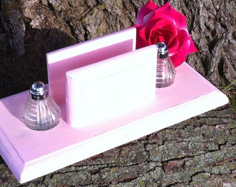 Salt And Pepper Shaker Set / Salt And Pepper Shakers / Shakers / Pink Kitchen Decor / Shabby Chic Salt And Pepper Shakers