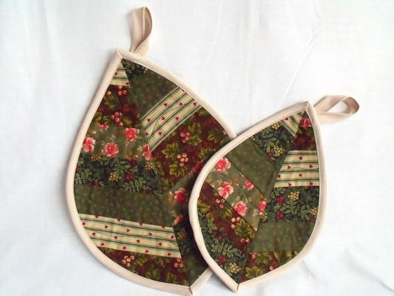 leaf pot holders, pan stands, hanging leaves, kitchen decor, fabric wall art, quilted cup stands, green cotton fabric