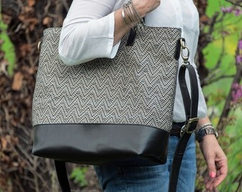 Woven fabric and leather tote, white-blue.