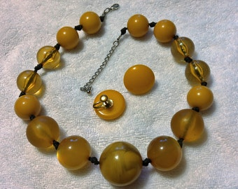 Vintage Apple Juice, Honey Beaded  Lucite ''Fakelite'' Necklace and Earring Set
