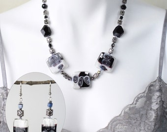 """Jewelry Set - Black and white glass beaded necklace (20"""") and matching earring set - #1025"""