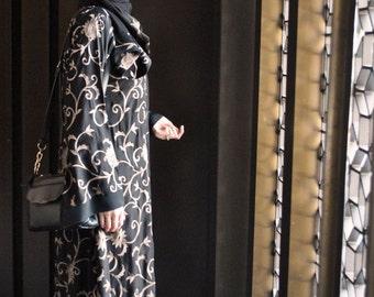 Abaya with Beige Floral Embroidery; Everyday Elegance Abaya; Arabic Abaya Dress
