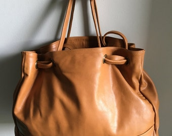 Shoulder Tote Leather Purse. Genuine leather shoulder tote bag. Fully changeable knotted straps, cotton lined with a unique design,tote bag.