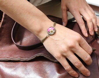 Romantic bracelet with pink and white flowers