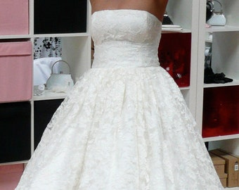 Wow! Wonderful lace wedding dress