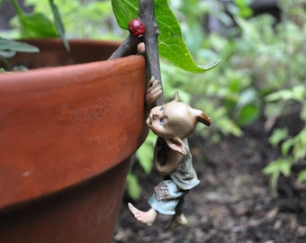 Garden Pixie Flower Pot Hugger