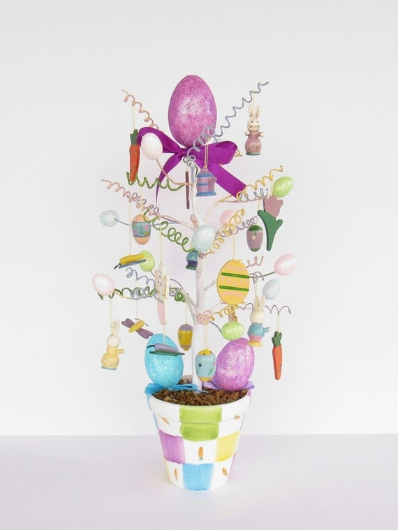 Easter tree with decorations easter eggs and easter bunny - Easter egg tree decorations ...