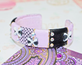 Resin bangle bracelet cuff kawaii graphic jewelry, handpainted with Nail Art technic, purple and black, 3D bow, Swarovski cristals, lolita