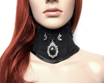 Neck corset with lace and trailers