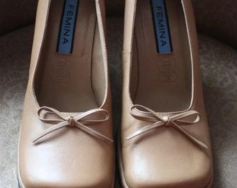 Vintage beige shoe year 1970