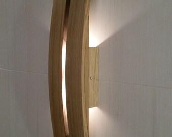 Tavolino in legno con top in cristallo sagomato tronco for Applique da parete legno