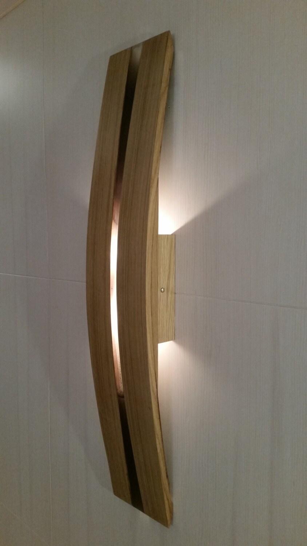 Lampada da parete a due luci led in legno di rovere for Luci parete