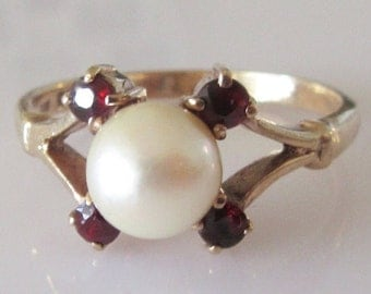 9ct Gold Pearl and Garnet Ring Size S or 9 1/8