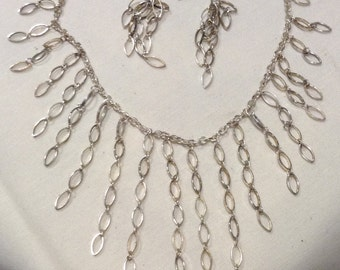 "Vtg ""Fringe Silver Plated Necklace Set"" Fringe SP Bib Necklace Set 5255-113"