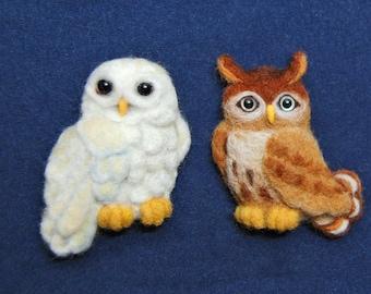 Needle felted cute owl brooch. Needle felted white owl. Needle felted mottled owl. Owl figurines. Needle felted bird. Animal brooch pin.