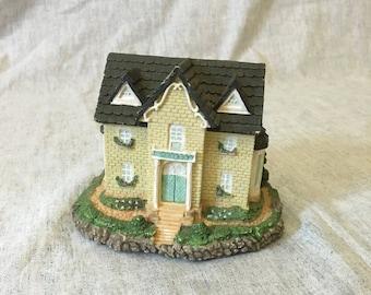 Vintage Olde Englands Classic Cottages Cambridge House Figurine