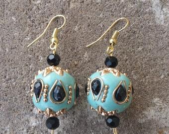 Globe Golden Detail Earrings