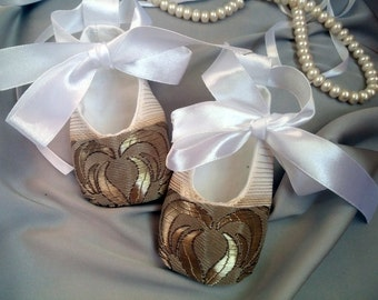 Ivory gold baby shoes, gold baby girl shoes, wedding flower girl outfi, wedding blessing baptism shoes, infant slippers,Baby Girl Shoes