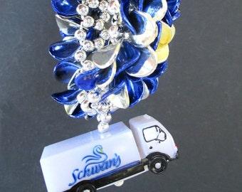 Novelty Bracelet * SCHWAN'S Bracelet With TRUCK Dangle Charm * Advertising Bracelet