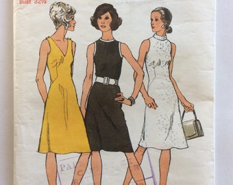1970s vintage sewing pattern Simplicity 9968 petite bust 32.5 Retro 70s sheath dress with neckline variations and bodice bust dart detail