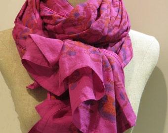 Scarf printed fushia flowers