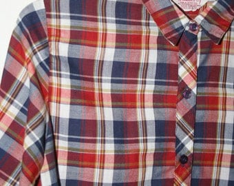 Vintage red and navy plaid long sleeve button down shirt