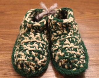 Size 3-5 Baby Booty/Slippers