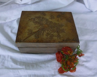 Lovely Queen Anne's Lace Montage Vintage Signed Wood Box
