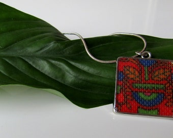 Vintage fabric. 70s fabric. Upcycled material. Necklace. Pendant. 1970s. 70s. Square. Resin.