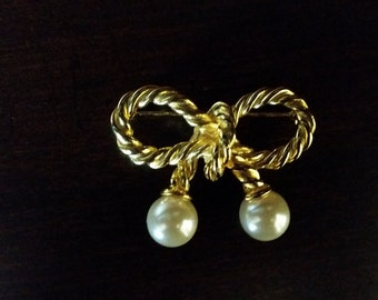 Golden Bow with Pearls Brooch