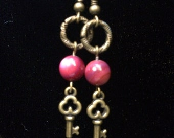 Earrings - Steampunk - Antique gold, purple-dyed shell beads